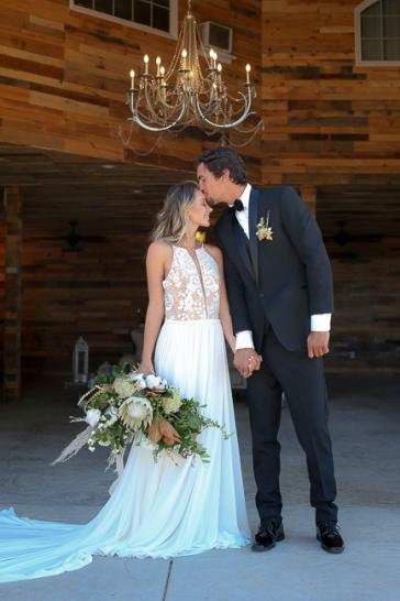 La Bonita Ranch-Murrieta-California-ranch wedding-wedding cake-summer-wedding-wedding invitations-cake-bobbie-pyle-photography-wedding-11